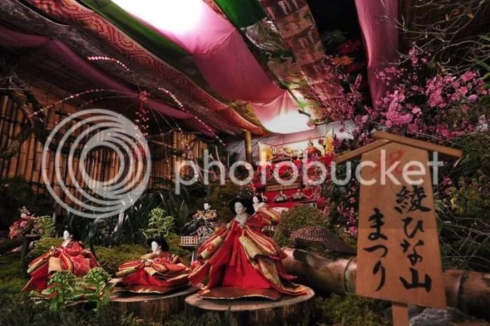 """Festivales de Japón: el Aya Hinayama Matsuri (綾雛山まつり), un festival celebrado en la ciudad de Aya (prefectura de Miyazaki) con motivo del festivo tradicional japonés conocido como """"Hinamatsuri"""" (雛祭) o """"Día de las Niñas""""."""