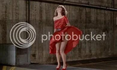 """Mítica escena del baile sobre la salida de aire (""""La Mujer de Rojo"""", 1984)"""