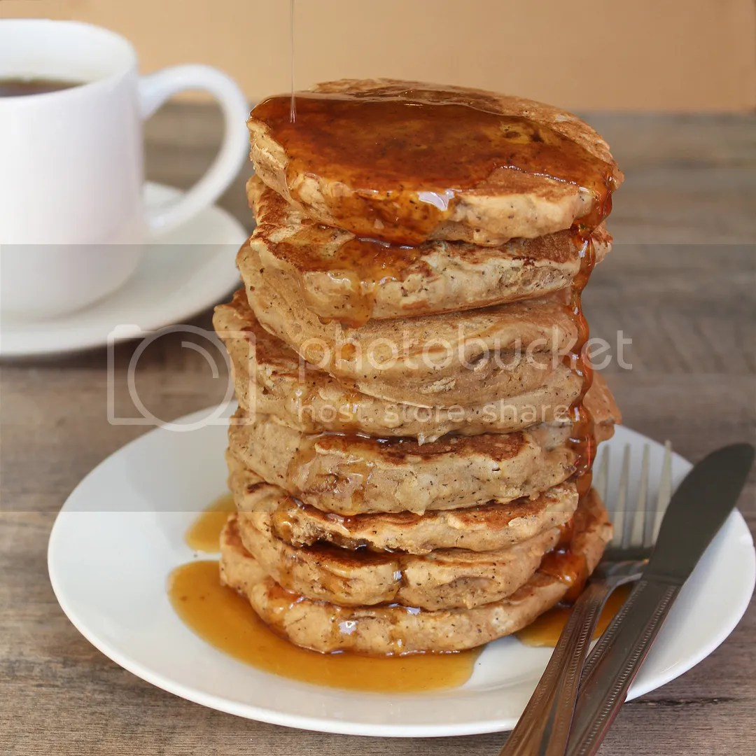 Earl Grey Vanilla Tea Pancakes with Honey Tea Syrup (aka London Fog Pancakes)