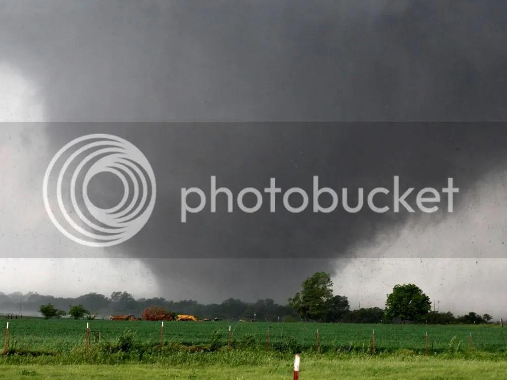 Oklahoma Tornado photo 1369095347000-AP-Severe-Weather-6-1305202017_4_3_rx1443_c1920x1440_zpswmyraiuv.jpeg