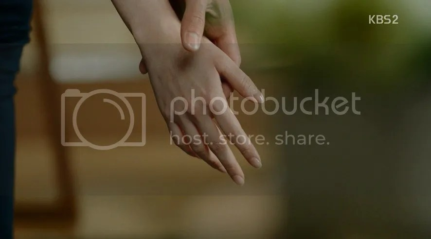 Healer Ep 12 Their hands touch