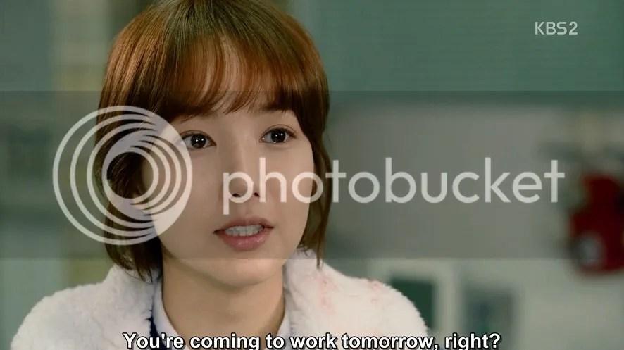 Healer ep 13 Young Shin at the hospital talking to Bong Sook