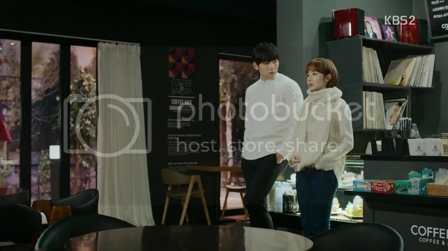 Healer ep 13 Jung Hoo and Young Shin in matching sweaters