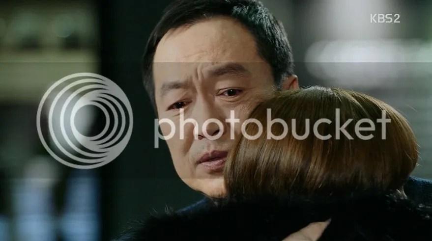 Healer ep 17 Appa hugs Young Shin