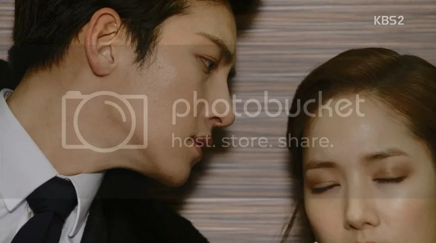 Healer Episode 10 Park Bong Soo leans in for a forehead kiss