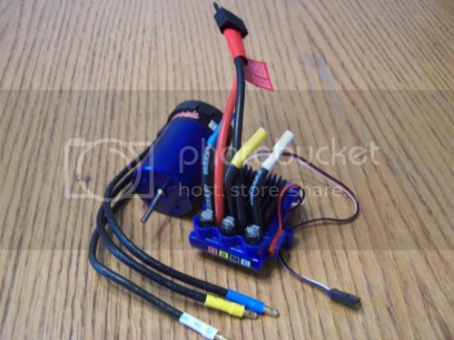 small resolution of the 4 pole esc has three conspicuous cylinders on it they are capacitors the