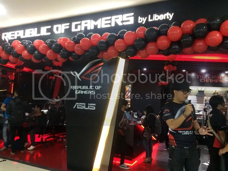 Grand Opening ASUS Republic of Gamer Store di Bandung Electronic Center | Hola Darla
