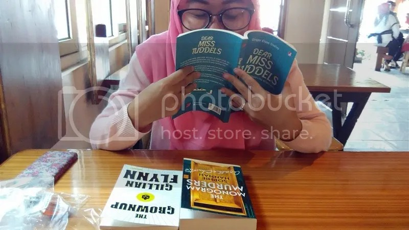 Sniffing Books | Hola Darla