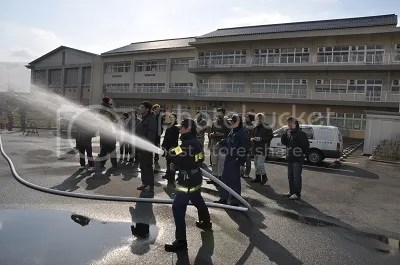 Fire fighting hose, with adjustable spray.