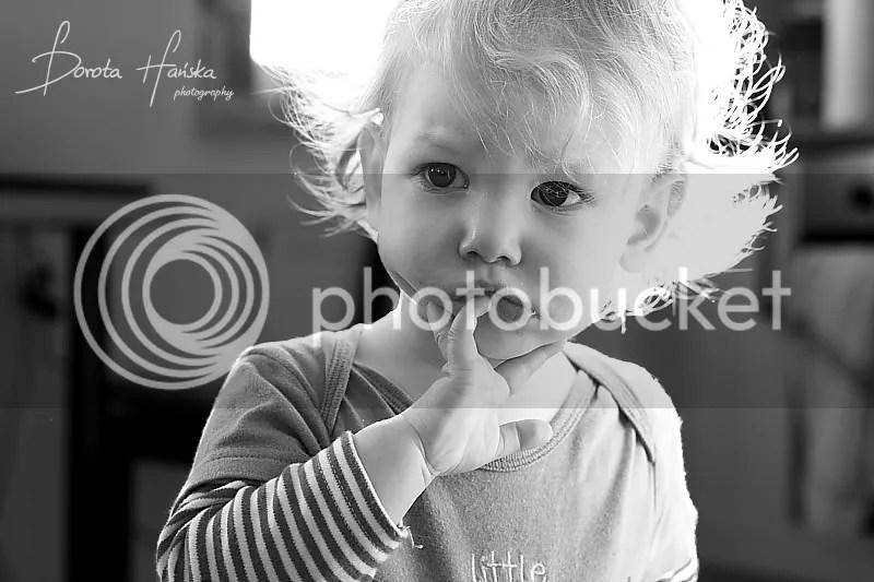 dziecko, fotografia dziecięca, fotograf dziecięcy, fotografia dziecięca warszawa, portret dziecka, mały mężczyzna, fotograf Warszawa, czarno-białe zdjęcia, czarno-białe zdjęcia dziecka, dziecięce emocje