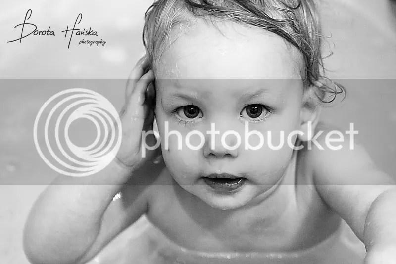dzieckoX portret-dzieckaX fotografia dziecięca, fotografia dziecięca warszawa, kąpiel