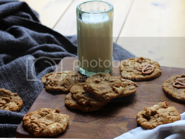 photo White Chocolate and Pretzel Cookies 14_zps3tttriaa.jpg
