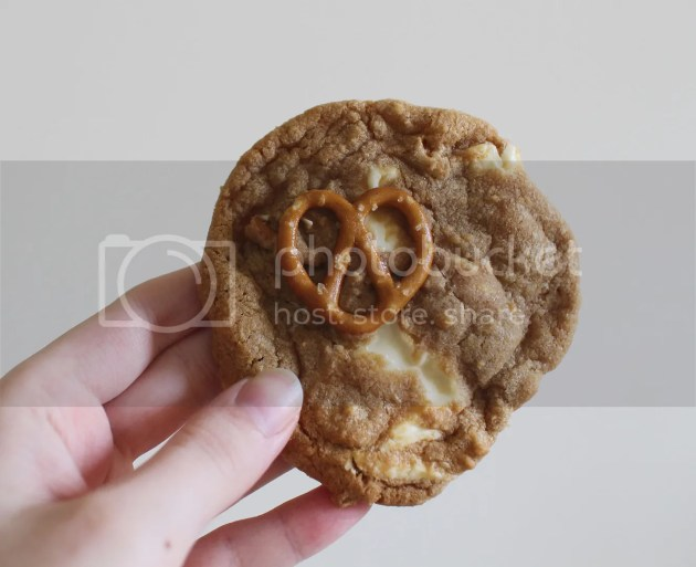 photo White Chocolate and Pretzel Cookies 25_zpsut9uyxfd.jpg