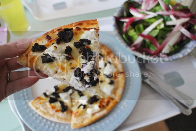 photo Black Pudding and Goats Cheese White Pizza 5_zps16hlavsa.jpg