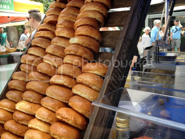 photo Frenchies Duck Confit Burger - 2_zpsw9qmlem4.jpg