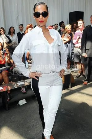 photo alicia_keys_mono_zps7ec7b854.jpg