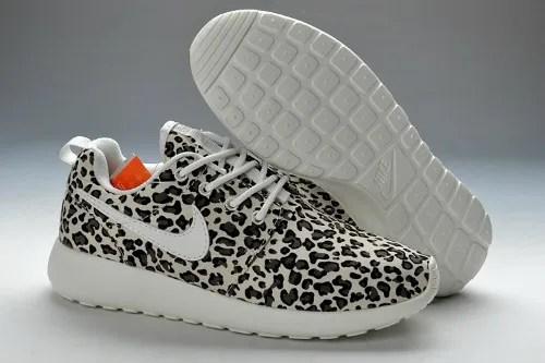 Nike Roshe Run women leopard bron foto: http://www.run-shoes.net photo Nike-Roshe-Run-Pattern-Women-Leopard_1_zpse19a10dd.jpg