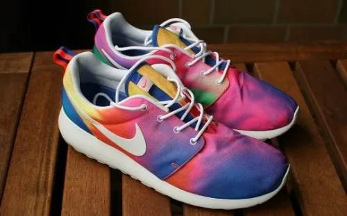 Nike Roshe Run tie dye bron foto: http://sneakerb0b.de photo nike-roshe-run-tie-dye_zps6ef53147.jpg