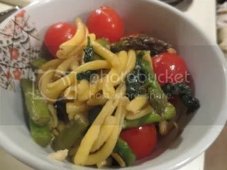 Gluten-Free Pasta with Asparagus and Cherry Tomatoes