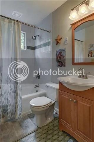 photo 7-upstairsbath7_zps9773b811.jpg