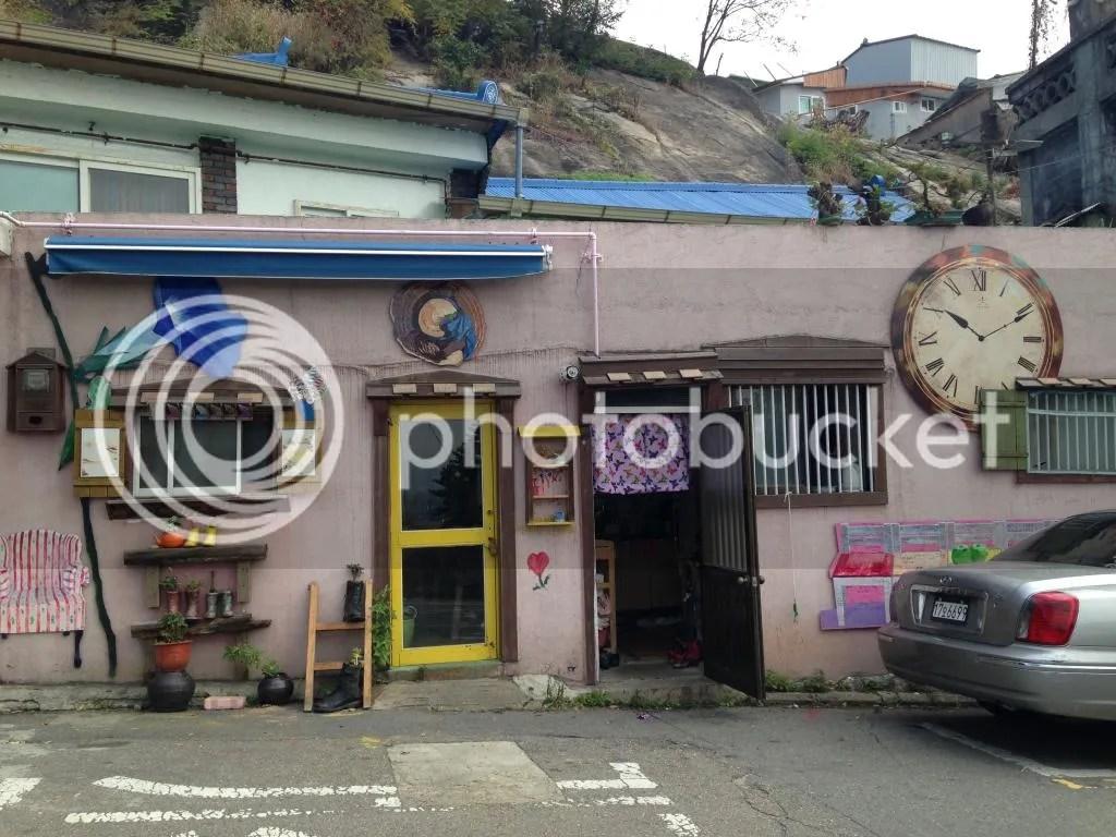 Life in seoul 7 daehak ro ihwa mural village for Mural village