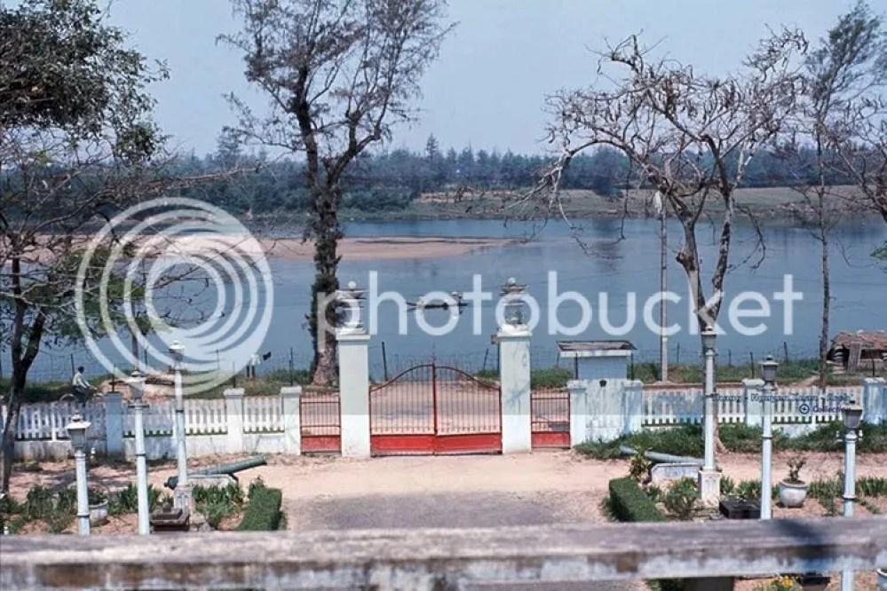 photo khoanh-khac-kho-quen-ve-quang-tri-nam-1967-hinh-2_zpsaxsfgqnp.jpg