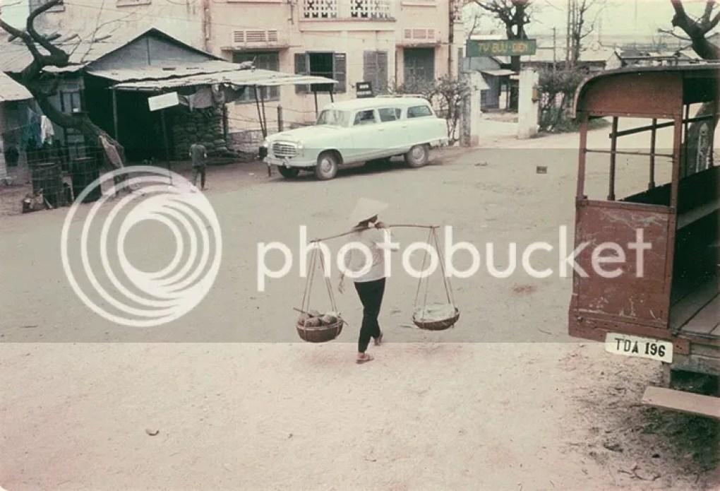 photo khoanh-khac-kho-quen-ve-quang-tri-nam-1967-hinh-9_zpsur92niiy.jpg