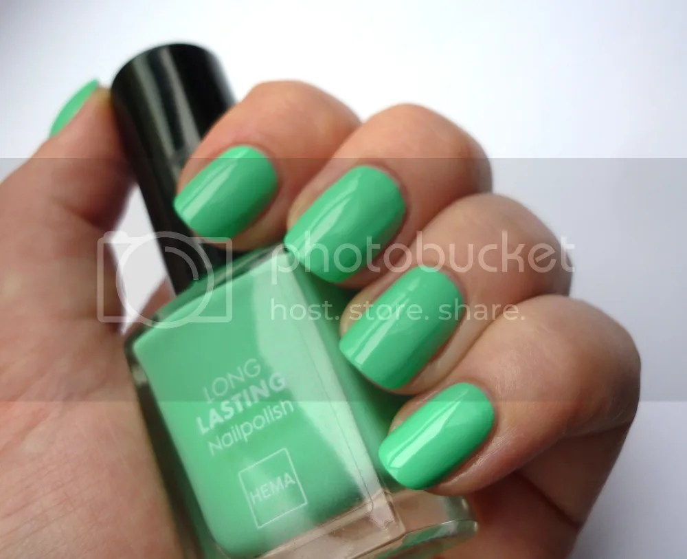 Hema 842 swatch La Moon Nails