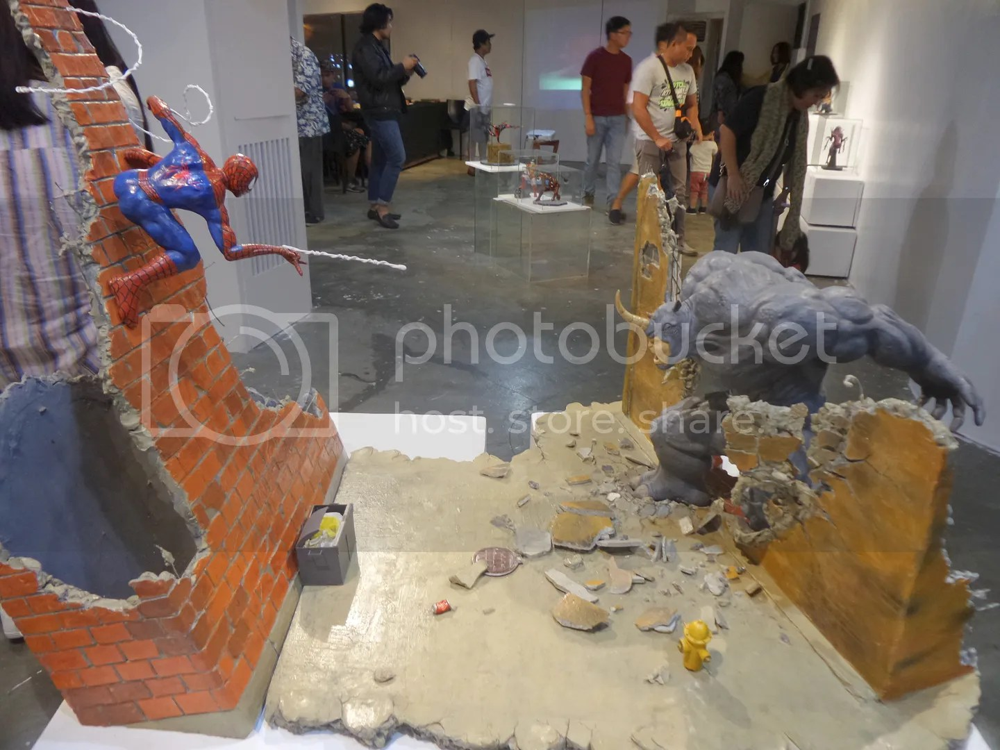 A fantastic battle scene is the highlight of the exhibit! The iconic fight between spider-man and The Rhino!