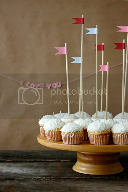 photo CoconutCupcakes_zps5dd70f49.jpg