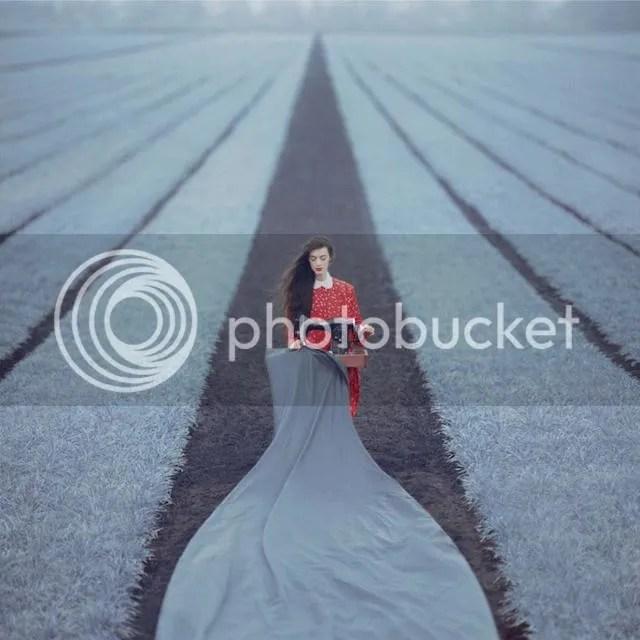 photo surreal-photography-oleg-oprisco-1_zpsb456389d.jpg