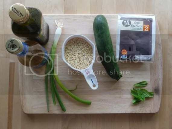 Orzo salad with courgettes, mint and feta: ingredients