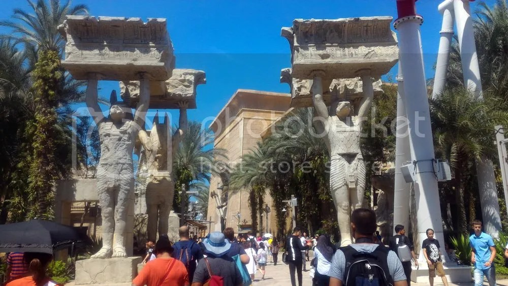 welcome to Egypt. I love these Egyptian monument, so classic!