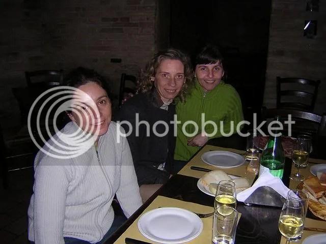 Tra salumi, formaggio e vino abbiamo fatto una bellissima chiacchierata con Gianna e Letizia a Jesi