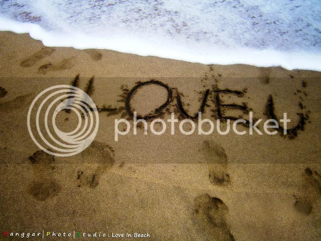 Tulisan Aku Cinta Kamu I Love U di Pantai