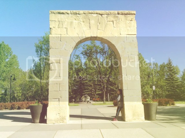 This arch reminds of the famous Paris arch. Hope to get there someday.