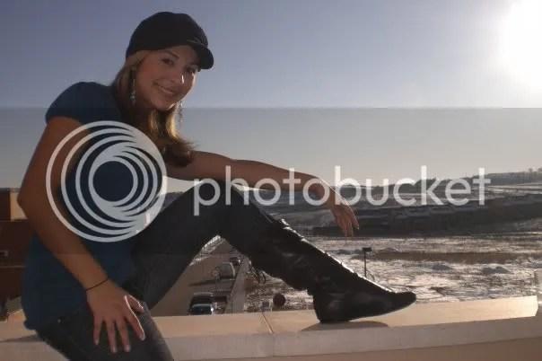 Marinels Andreina Maldonado Gonzalez espera a RICARDO ARJONA en Madrid, España