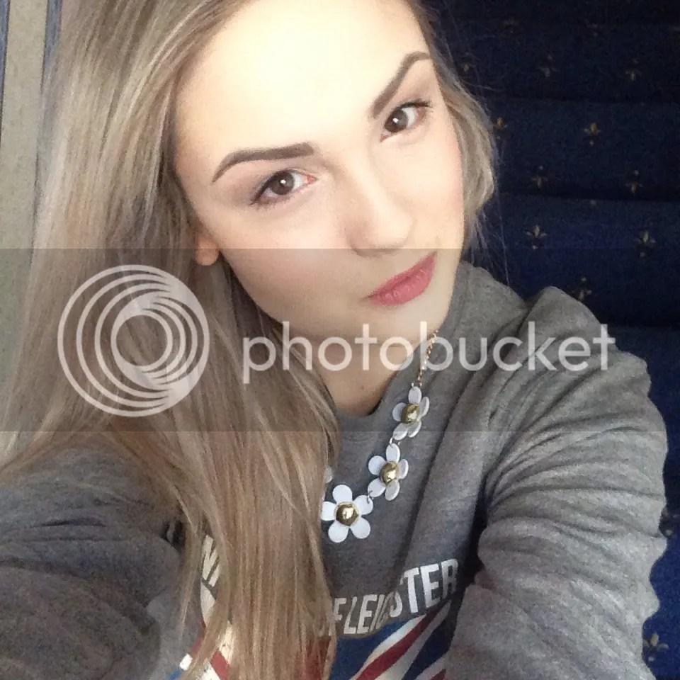 uol jumper selfie