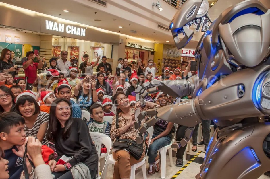 photo 2. Amazed by Titan the Robot show_zpswre3oosm.jpg