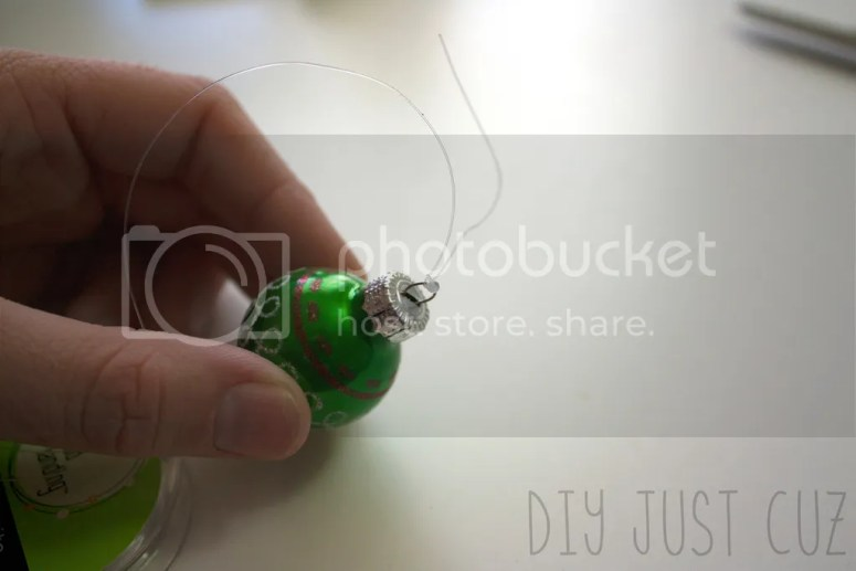 Creating a unique ornament doesn't have to be difficult! In this tutorial, learn how to make an ornament mistletoe--a fun twist on traditional Christmas decor! @diyjustcuz www.diyjustcuz.com