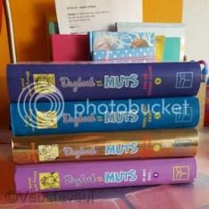 Onze dochter koopt nog wat boeken van Dagboek van een muts