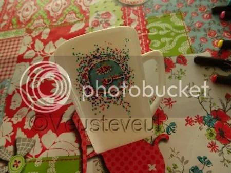 En dan is het klaar... drie tot vier kleurtjes hebben we nu gebruikt... de sticker zit er nu nog op, deze halen we er af!