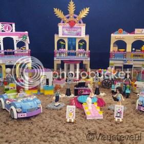 Een heel dorp met winkels is er ontstaan met Lego Friends