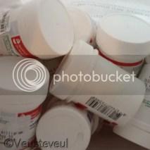 Traktatie met pillen potjes