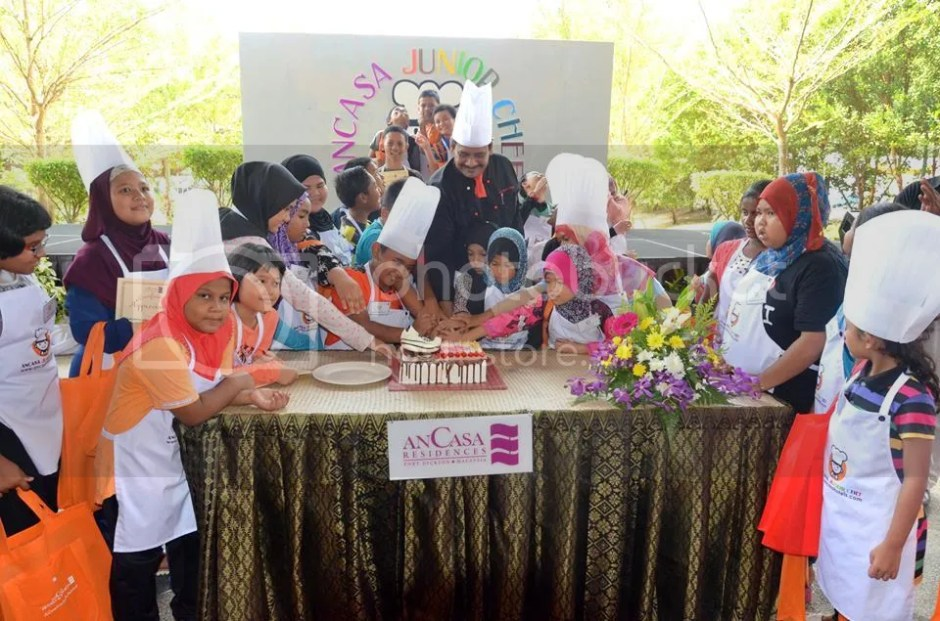 photo No. 8 - Cutting Cake AnCasa Junior Chef_zpsu9jkiet0.jpg