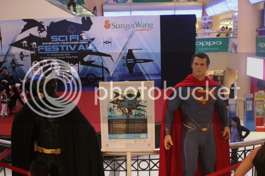 photo Superheroes statue around the mall-1_zpsczcd5vvn.jpg