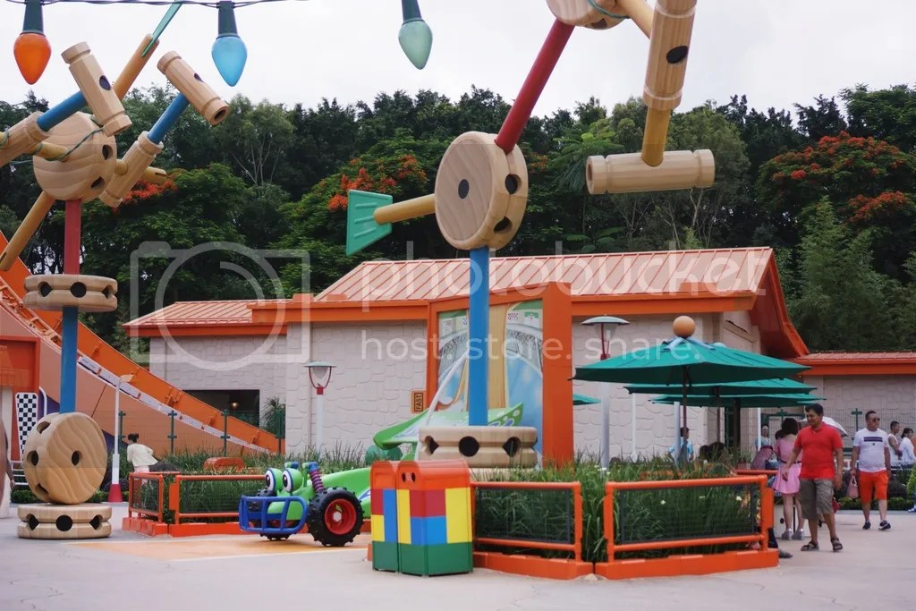 disneyland hongkong toy story land