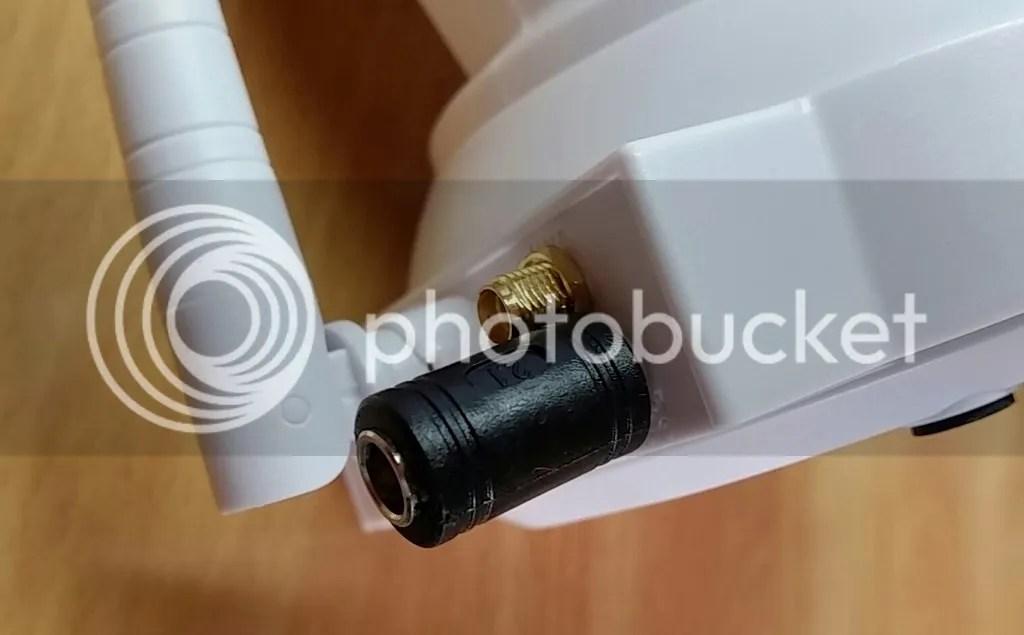 eRobot LN885にφ2.1mm→φ1.3mm DCプラグ変換コネクタは挿せなくないが少し無理がある