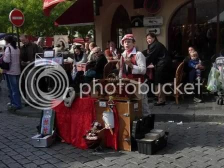 Cette femme sifflait de belles chansons !  Montmartre - octobre 2006
