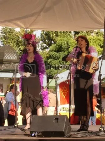 Chanteuses à la Fête des Vendanges à Montmartre - octobre 2006